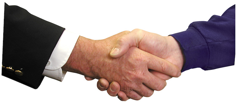 Two businessmen shaking hands, representing Customer SuccessCon OnSite Briefings